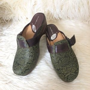 Nurture Libby Tooled Leather Clog | Size: 9.5